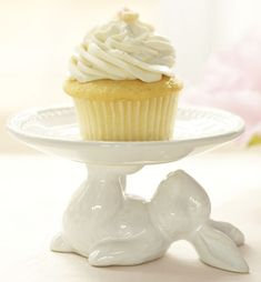 Adorable Bunny Cupcake Stand... gotta have this for Easter!