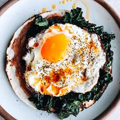 Taco bout a tasty breakfast! Fried Egg Breakfast Taco is unquestionably the way in which to kick off your morning! 👉Get the & extra Breakfast Taco recipes from … Egg Recipes, Brunch Recipes, Whole Food Recipes, Breakfast Recipes, Healthy Recipes, Healthy Meals, Cheesecake Cupcakes, Breakfast Tacos, Breakfast For Dinner