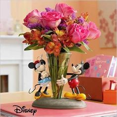 Mickey and Minnie Mouse Vase- I NEED this, so adorable! Disney Home I Disney Decorating I Disney Office I Disney Bedroom