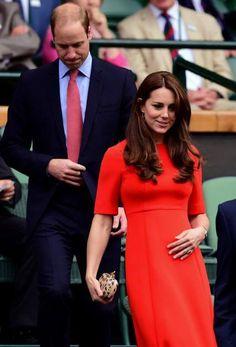 Eine tadellose Figur macht Herzogin Kate in einem korallroten Kleid beim Wimbledon-Turnier.