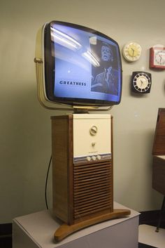 Vintage TV We had one just like this! Vintage Tv, Vintage Antiques, Vintage Television, Television Set, Tvs, Gadgets, Colani, Old Technology, Retro Radios