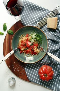 15 Minuten Pasta: Spaghetti alla marinara Thai Red Curry, Spaghetti, Pasta, Ethnic Recipes, Food, Healthy, Italy, Easy Meals, Koken