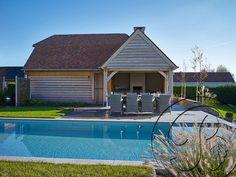 Een #eiken #poolhouse van De Boomkamer. Vakantie in eigen tuin!