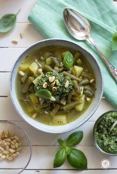 Schnibbel-Bohnen-Suppe à la Genovese, Grüne Bohnen-Eintopf mit Basilikum-Pesto   Rezept von feiertäglich.de