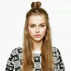 Ando vendo várias meninas descoladas usando esse cabelo em Londres, NY e etc - meio preso com coque bem no alto da cabeça. Fofo e cool! | DDB Inspira @ddbinspira