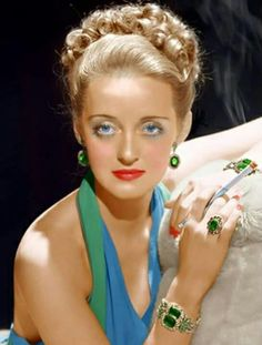 Jewelry Styles and History Full color jewelry was also common in evening wear in the late Bette Davis.Full color jewelry was also common in evening wear in the late Bette Davis. Vintage Hollywood, Old Hollywood Stars, Hollywood Icons, Old Hollywood Glamour, Golden Age Of Hollywood, Classic Hollywood, Hollywood Photo, Divas, Adrienne Ames