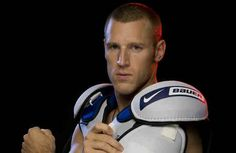 Brooks Laich wears those shoulder pads with the confidence of . a pro hockey player. Hockey Gear, Hockey Games, Hockey Mom, Pro Hockey, Brooks Laich, Hot Hockey Players, Hockey Season, Athletic Supporter, Washington Capitals