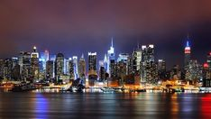 New York holiday deals are here to wake you from the slumber and get in the groove of this city. And cheap New York Hotels are there to keep you from overspending on your trip. Nyc Skyline, Manhattan Skyline, New York City Skyline, Houston Skyline, Lower Manhattan, New York Wallpaper, City Wallpaper, Manhattan Wallpaper, Wallpaper Wallpapers