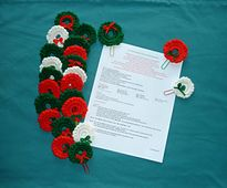 Ravelry: Pocket Wreath Paperclip Bookmark pattern by Pan Perkins