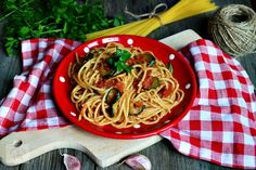 Frittata cu dovlecei si marar - CAIETUL CU RETETE Spaghetti, Drink, Ethnic Recipes, Food, Kitchens, Beverage, Eten, Drinking, Drinks