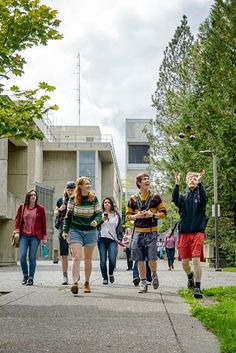 Students returning to the residence halls