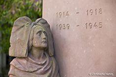 Illhauesern (68) – Eglise Saints-Pierre-et-Paul : L'Alsace en deuil de ses fils. Par le sculpteur Charles Geiss, 1924. © Christophe Hamm