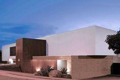 São Paulo-based studio Guilherme Torres designed the BL House project, located in Londrina, Paraná, Brazil.
