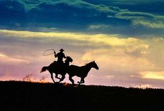 We have all seen the images by Dieter Blum: remarkable shots of cowboys riding into the sunset, swinging their lassoes, galloping beneath a steelblue sky. His world-famous photographs of the three cowboys with yellow jackets and white hats symbolised freedom, adventure, and masculinity. Like this one: Dieter Blum, Wilder Reiter, Texas, 1992 / 2015 © More of them for your wall can be found in any LUMAS Gallery.