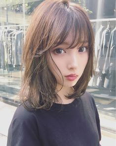 The design with detailed highlights in the weaving . Beautiful Japanese Girl, Japanese Beauty, Asian Beauty, Medium Hair Styles For Women, Short Hair Styles, Girl Haircuts, Girl Hairstyles, Prity Girl, Hair Arrange