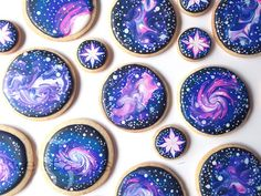 How To Decorate Galaxy Cookies With Royal Icing! These galaxy cookies have been on my list of designs to try for a while now, especially after all of the requests I've b. Iced Cookies, Cute Cookies, Sugar Cookies, Moon Cookies, Baby Cookies, Heart Cookies, Galaxy Desserts, Köstliche Desserts, Cookie Icing