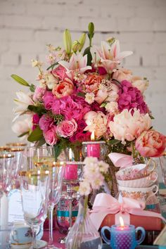 Original sweets such as chocolate covered almonds, popcorn and a variety of candy Chic Wedding, Wedding Styles, Wedding Bells, Wedding Events, Couture Cakes, Wedding Decorations, Table Decorations, Table Settings, Vintage Fashion