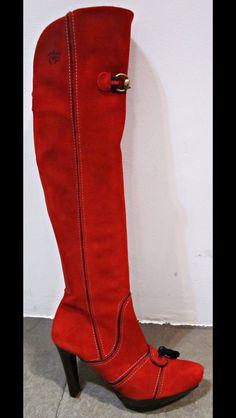 Bota Montepicaza , serraje de potro color rojo con costuras y bornas . Simplemente espectacular .Adquierela en www.curhe.es