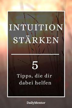 Erhalte in unserem Beitrag 5 Tipps und Strategien wie du deine Intuition stärken kannst und lerne ihr besser zu vertrauen.    Intuition vertrauen   Intuition stärken   Psychologie   achtsamer werden   Glaubenssätze   Innere Stimme   Empfindung   Gefühle verstehen   Emotionen verstehen   Achtsamkeit Übungen #intuition #achtsamkeit #dailymentor