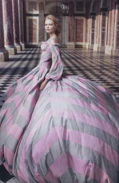 Kirsten Dunst by Annie Leibovitz for Vogue US (September 2006). Alexander McQueen dress.