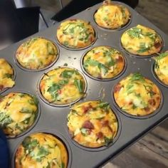 Take these wicked courgette, cheese and chorizo breakfast muffins for a spin 😍 So easy to make and they taste 👌🏽 They need about minutes on 200 degrees 💥🔥 Perfect low carb high fat breakfast or a snack idea for lunch on the go 💥 Chorizo Breakfast, Breakfast Muffins, Low Carb Breakfast, Breakfast Recipes, Lunch Recipes, Low Carb Recipes, Healthy Recipes, Yummy Recipes, Free Recipes