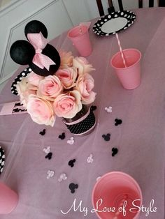 upclose mock table setting DIY Minnie Mouse Head Centerpiece Insert