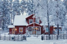 Sweden House, Red Houses, Home Porch, Cabins And Cottages, Farmhouse Plans, Scandinavian Home, House Rooms, Traditional House, Foto E Video