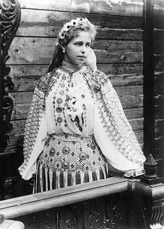 Marie Queen of Romania Romania People, Romanian Royal Family, Folk Costume, Peasant Blouse, Aesthetic Vintage, Queen Victoria, Vintage Beauty, Traditional Outfits, Belle Epoque
