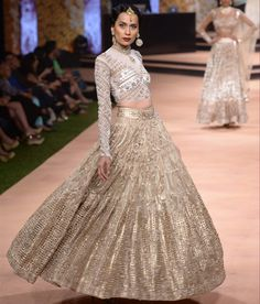 Neeta Lulla's Vintage 50s Collection. Absolutely love the skirt, not so much the blouse. Such a royal look!