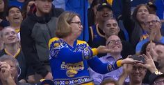 This Woman Dancing At An NBA Game Will Make You Laugh For Days - http://a1viral.com/index.php/2016/11/15/this-woman-dancing-at-an-nba-game-will-make-you-laugh-for-days/
