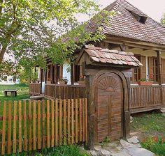 székelykapu Gate Decoration, Old Country Houses, Garden Design, House Design, Rural House, Wooden Gates, Entrance Gates, Wooden House, Traditional House
