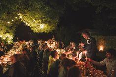 Discours du père de la mariée, en extérieur, sous les guirlandes et les arbres, en Dordogne. Jérémy Boyer.