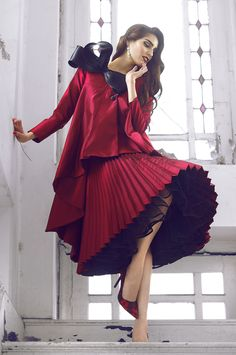 Affordable Pleated Skirts from 33 of the Sexy Pleated Skirts collection is the most trending fashion Chic Outfits, Fashion Outfits, Fashion Trends, Moda Casual, Modest Fashion, Lady In Red, Editorial Fashion, Dress Skirt, Look