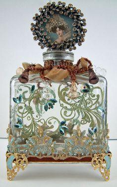 Vintage Perfume Bottle with great craftsmanship circa Antique Perfume Bottles, Vintage Bottles, Perfumes Vintage, Glas Art, Beautiful Perfume, Altered Bottles, Bottle Vase, Glass Bottles, Diy Bottle