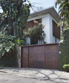 Modern elegance showcased in Itiquira House designed by Brazilian architect Gisele Taranto