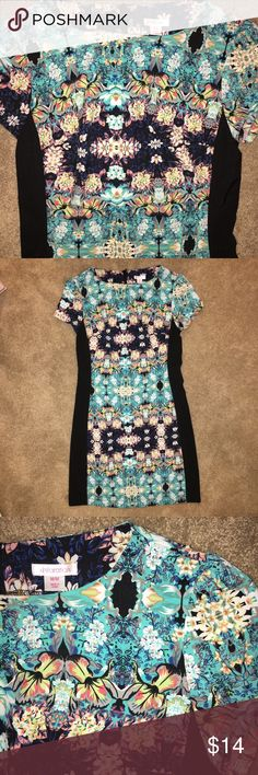 Floral print career dress Excellent condition floral print dress. Perfect for work. Cap sleeves. Size medium. Xhilaration Dresses