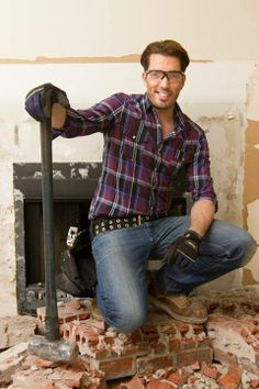 Only 1 more day until Property Brothers is back on HGTV US with new episodes! Can't wait to show you our latest #reno projects....you might even see Drew Scott pick-up a sledgehammer http://www.thescottbrothers.com/events/