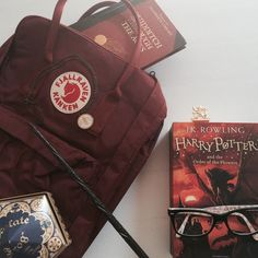Immagine di backpack, books, and chocolate
