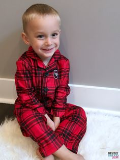Adorable Christmas pajamas for Christmas morning! Get your kids matching pajamas and tuck them into their Christmas Eve boxes!