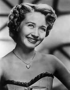 Powell was born and raised in Portland, Oregon, where she achieved local fame as a singer, touring t Jane Powell, Classic Hollywood, Old Hollywood, Howard Keel, Fred Astaire, Elizabeth Taylor, Touring, Singer, Actors