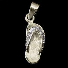 Pingente de prata chinelo com pedrinhas de zircônia