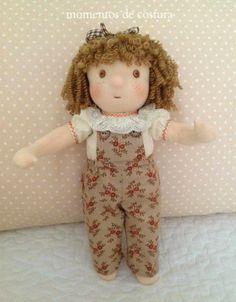 Si quieres hacer una muñeca con pelo rizado y no sabes cómo, aquí te pongo los pasos a seguir para que te quede como esta:          Que gr... Doll Hair, Soft Dolls, Doll Patterns, Puppets, Diy Fashion, Doll Clothes, Projects To Try, Quilts, Sewing