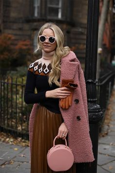 Blair Eadie wearing a pink and brown fall color combination // A teddy bear coat, fair isle sweater, and favorite pleated skirt // Click through for more fall layering looks on Atlantic-Pacific Plaid Fashion, Tomboy Fashion, Green Fashion, Look Fashion, Fashion Outfits, Fair Isle, Cool Girl Style, Look Formal, Look Street Style
