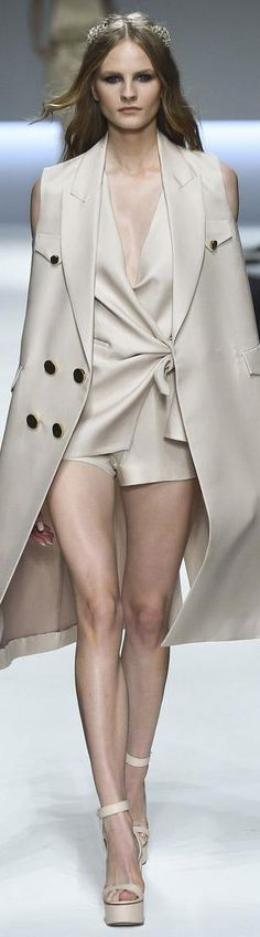 Ermanno Scervino Spring 2016 Ready-to-Wear Collection Photos - Vogue Runway Fashion, Fashion Models, High Fashion, Fashion Show, Fashion Looks, Fashion Design, Fashion Trends, Uk Fashion, Milan Fashion