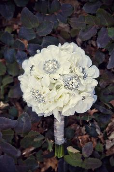 love the broaches in the middle of the flowers
