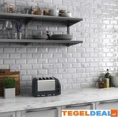 Tegels Limburg - Keramische Wandtegel Carrara, witte marmerlook, div. afmetingen - Tegeldeal.nl