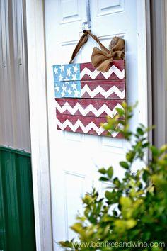 Bonfires and Wine: DIY Chevron Pallet Flag