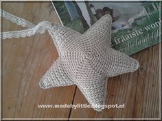 Little Things: Haakpatroon ster - chart and pattern Crochet Baby Toys, Crochet Diy, Crochet Amigurumi, Crochet Home, Crochet Crafts, Yarn Crafts, Crochet Projects, Diy Crafts, Crochet Animals