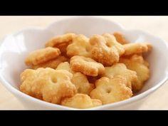 Cheese Crackers 起司脆餅|Apron - YouTube