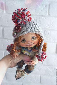 Купить или заказать Наташка в интернет-магазине на Ярмарке Мастеров. Подвижная куколка. Грунтованный текстиль. Ножки гнутся в коленочках, благодаря шарнирному креплению. Волосы - кудри овечки. одежда сшита и связана вручную. Tiny Dolls, Soft Dolls, Doll Head, Doll Face, Puppet Tutorial, Baby Art, Child Doll, Pretty Dolls, Soft Sculpture